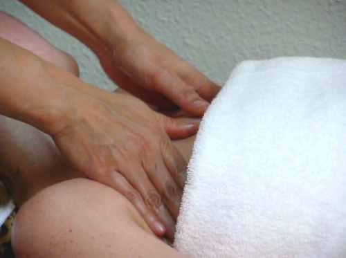 Ganzkörper-Ölmassage in der Royal Thai Massage Praxis Dresden - Brust - Oberkörper