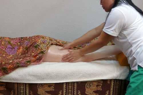 Ganzkörper-Ölmassage in der Royal Thai Massage Praxis Dresden - Oberschenkel