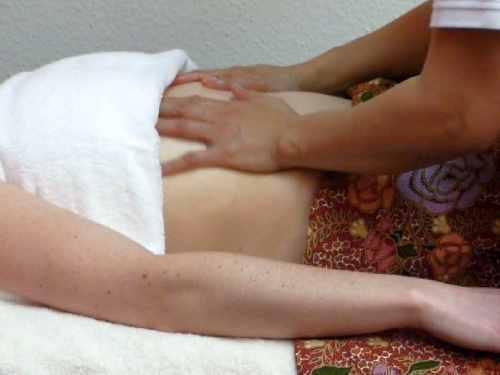 Ganzkörper-Ölmassage in der Royal Thai Massage Praxis Dresden - Brust