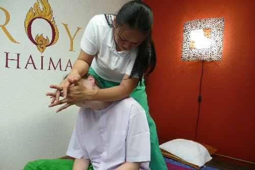 Rücken und Nackenmassage in der Royal Thai Massage Praxis Dresden - Nacken